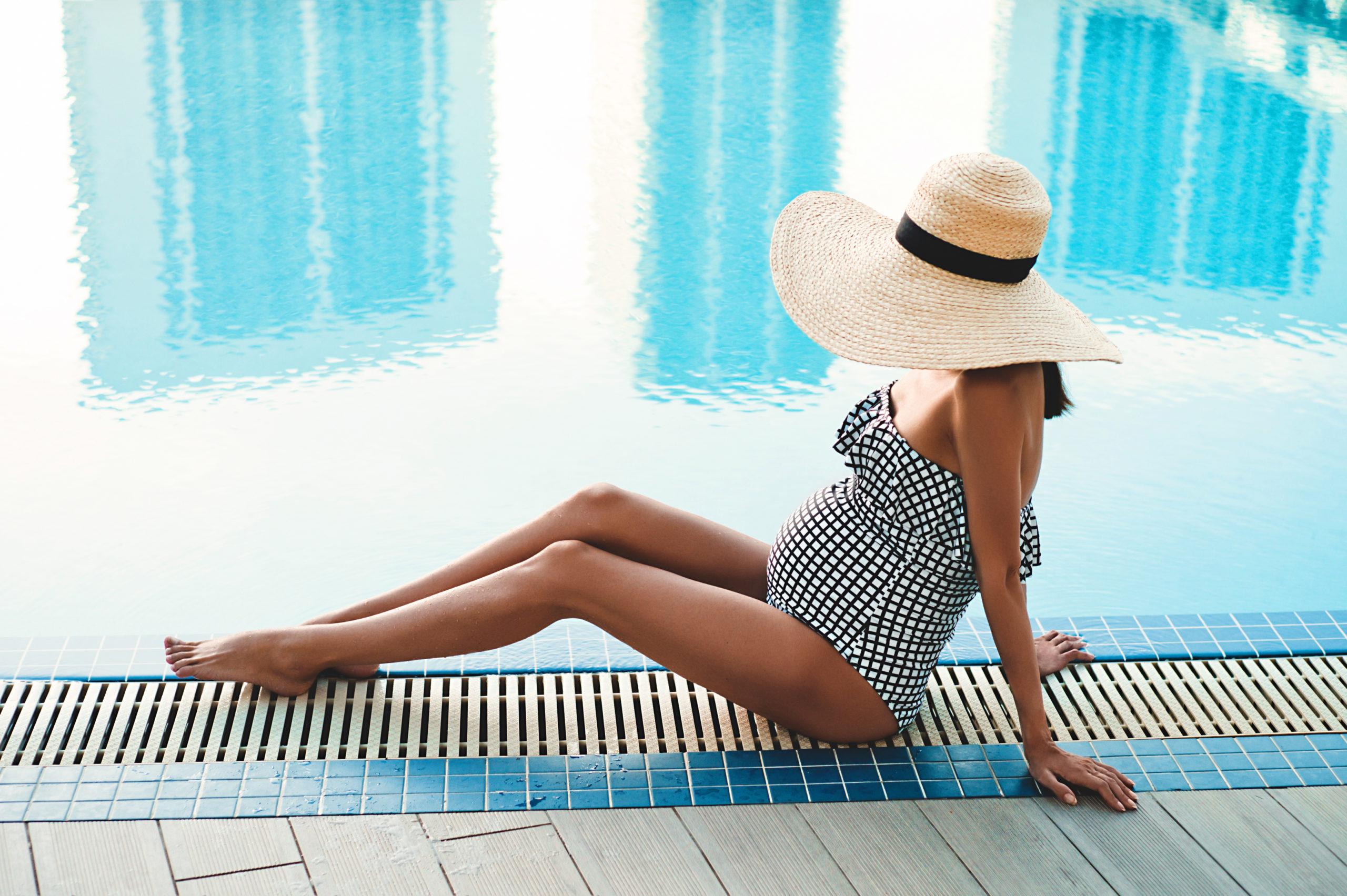 pregnant woman pool