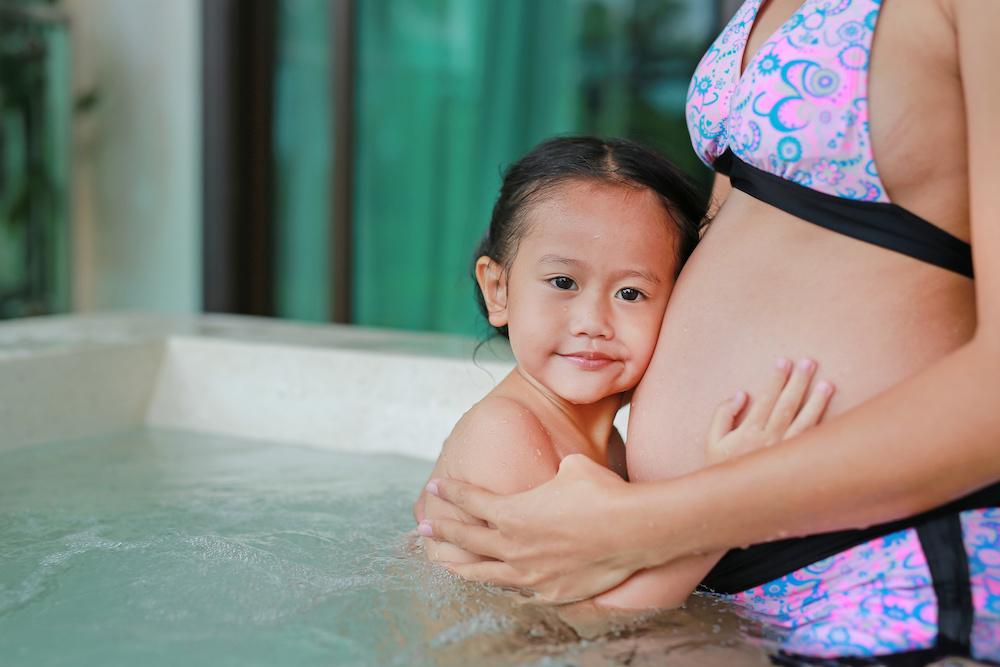 hot tub while pregnant