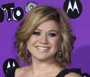 Kelly Clarkson is having a rough first pregnancy so far in her first trimester!